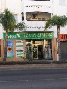 Cudeca driver 19 välgörenhetsbutiker